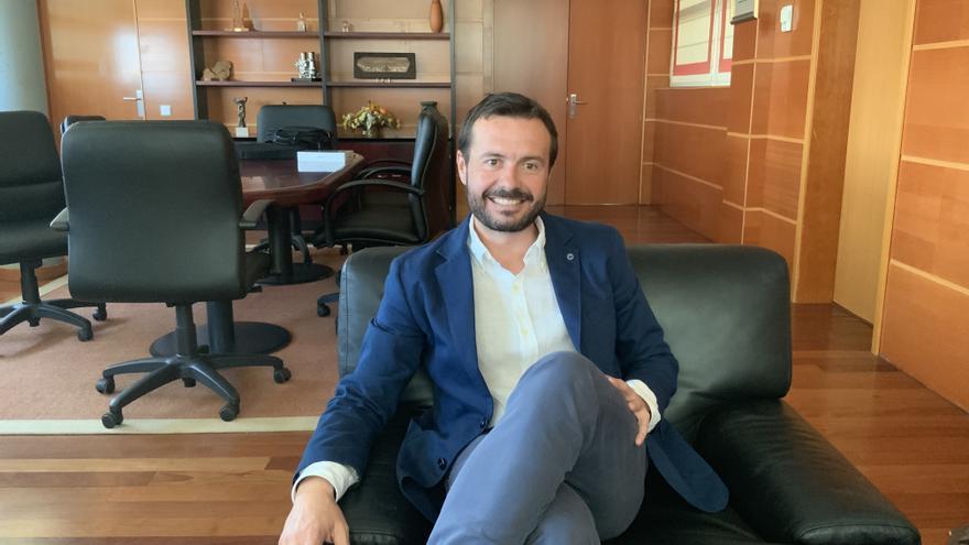 El consejero de Desarrollo Sostenible en su despacho