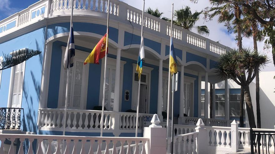 Banderas a media asta en el municipio tinerfeño de San Miguel de Abona.