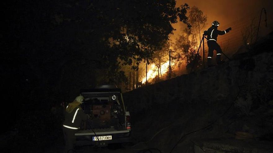 Un incendio forestal afecta a Cotobade (Pontevedra) y quema treinta hectáreas