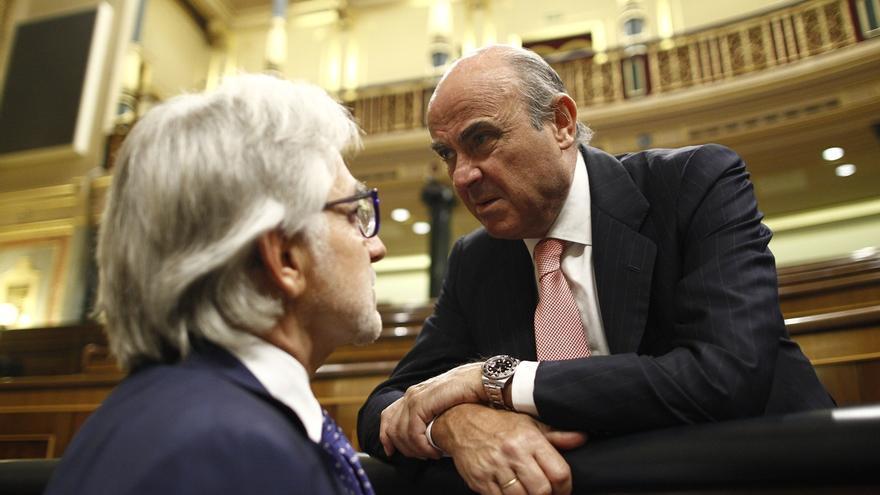"""Guindos dice que el Gobierno tiene """"perfectamente analizadas"""" todas las alternativas para que se cumpla ley en Cataluña"""