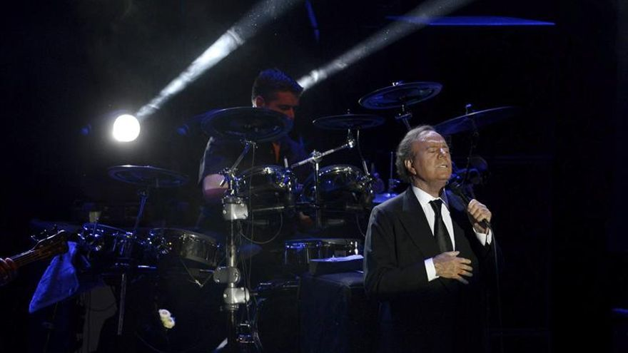 Julio Iglesias atrae a diferentes generaciones de portugueses