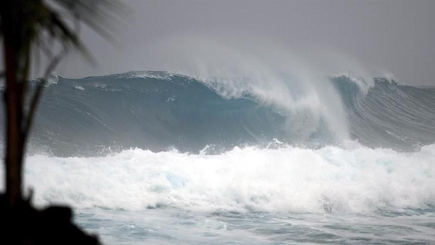 El huracán Lee y la tormenta María se debilitan en el Atlántico