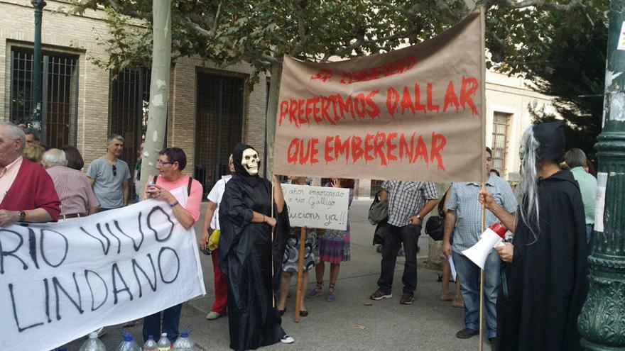Protesta contra la contaminación del Gállego.