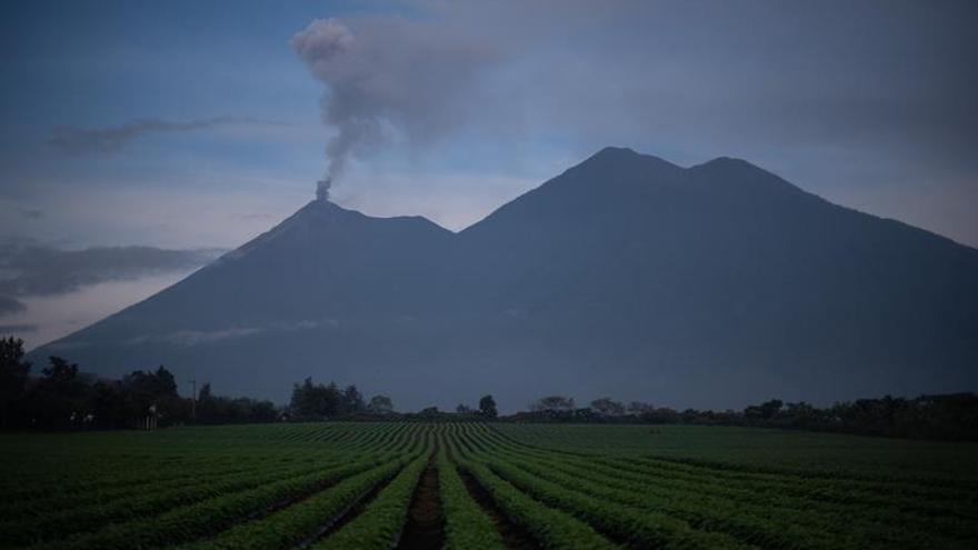 El volcán de Fuego de Guatemala mantiene hasta doce explosiones por hora