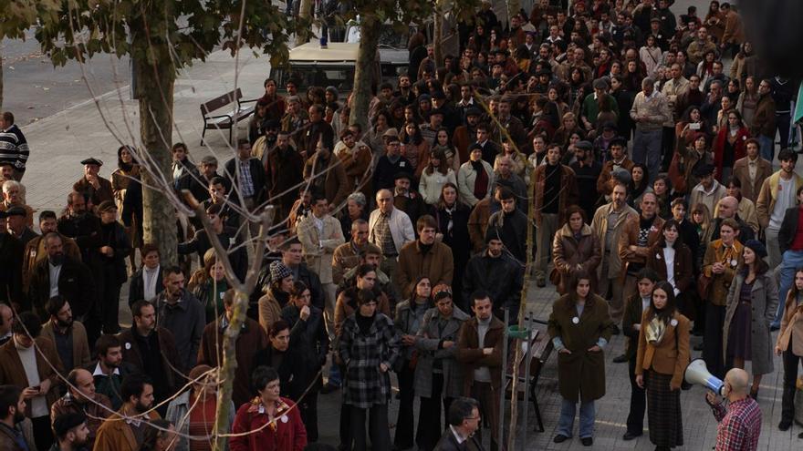 Extras durante el rodaje de 'Vitoria, 3 de marzo'