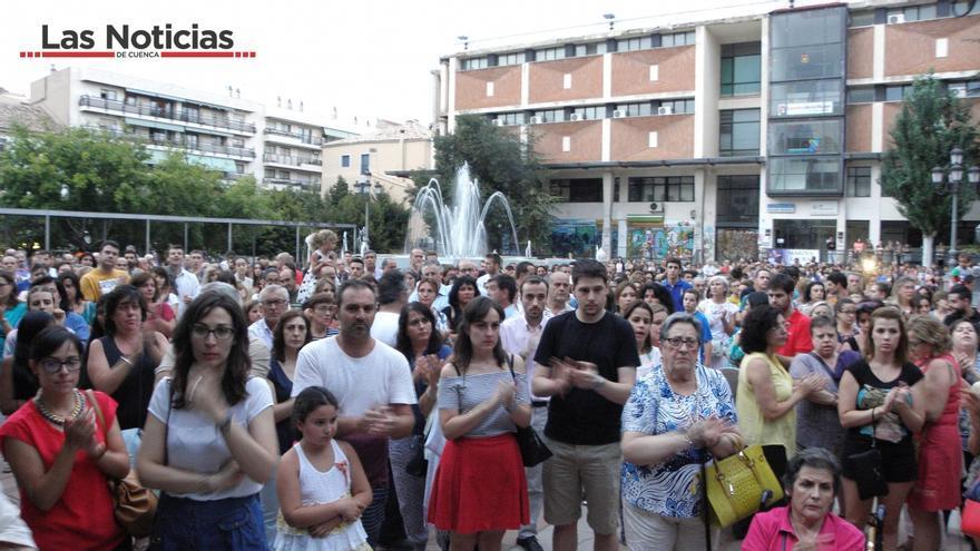 Concentración en apoyo a las familias de Laura del Hoyo y Marina Okarynska / Foto: Las Noticias de Cuenca