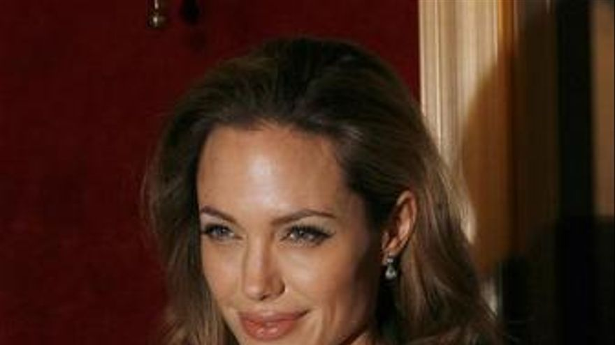Angelina Jolie sustituye a Charlize Theron