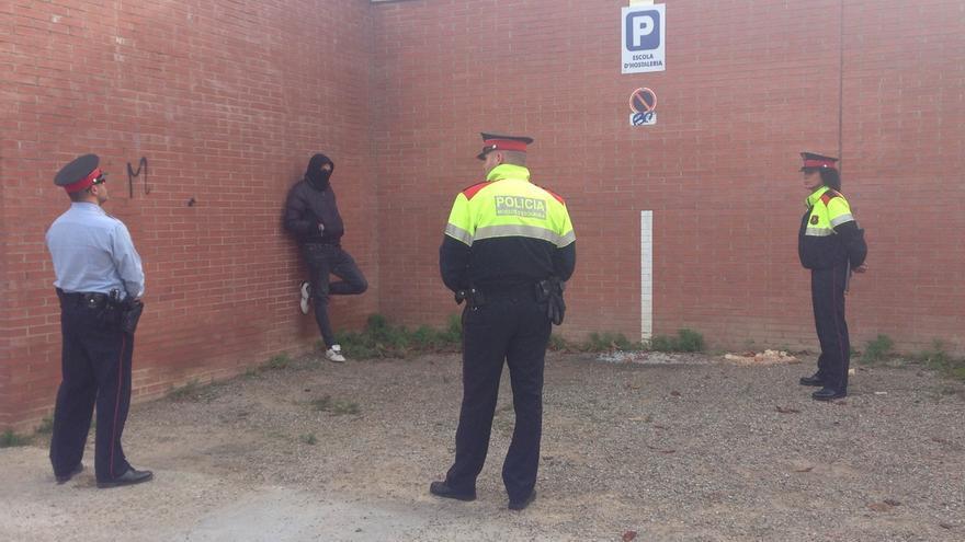 Detienen a cuatro de los encapuchados que han roto una urna en Girona