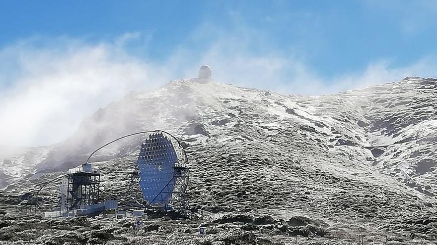 Imagen de archivo del entorno del Roque de Los Muchachos nevado.