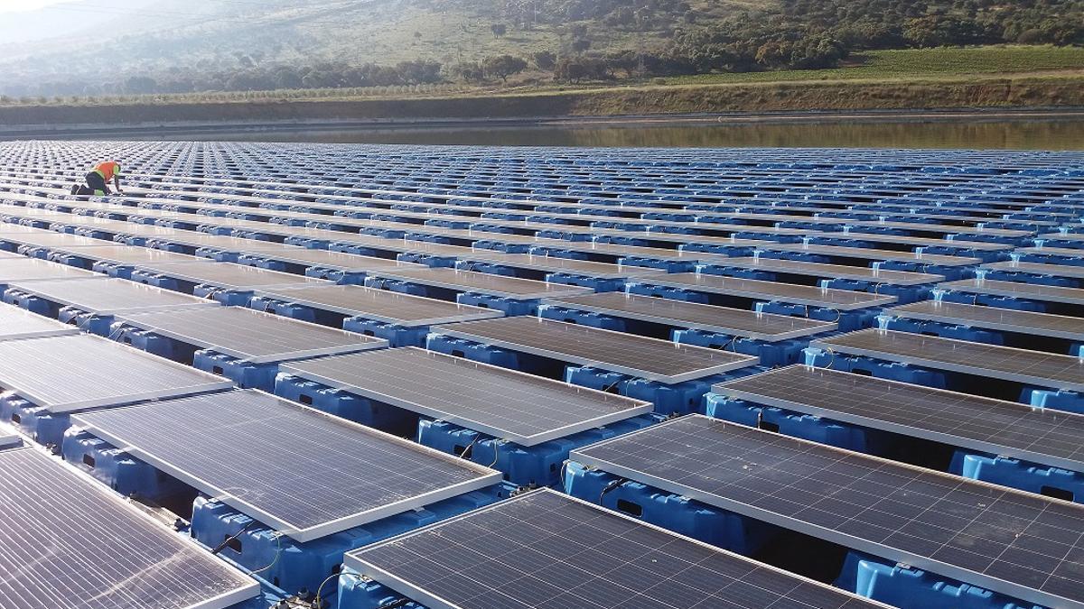 La Junta estimula así el uso de energías renovables, como una inversión de futuro que ahorrará costes, reducirá el impacto medioambiental y mejorará la competitividad.