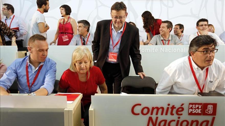 El secretario general del PSPV, Ximo Puig, junto a Francesc Romeu