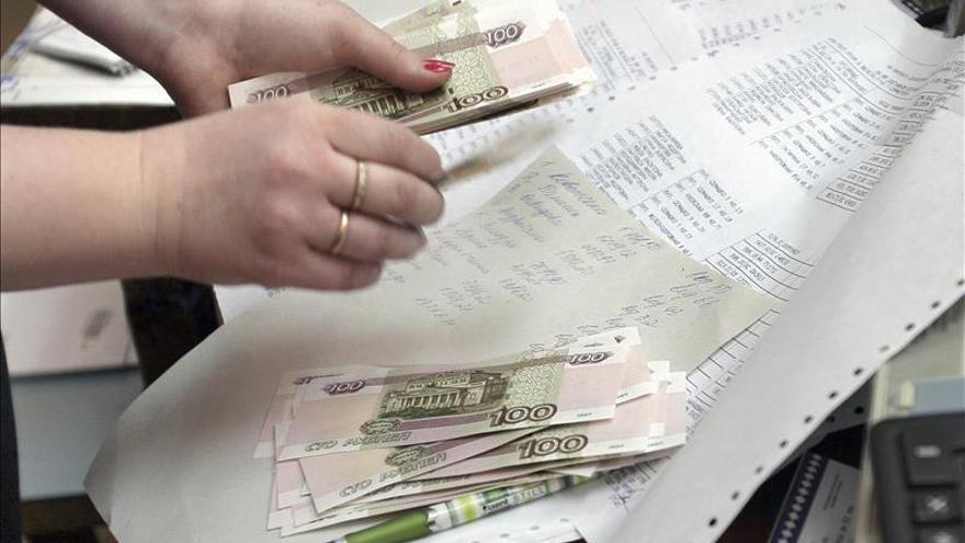 El rublo se desploma hasta registros históricos tras la reunión de la OPEP