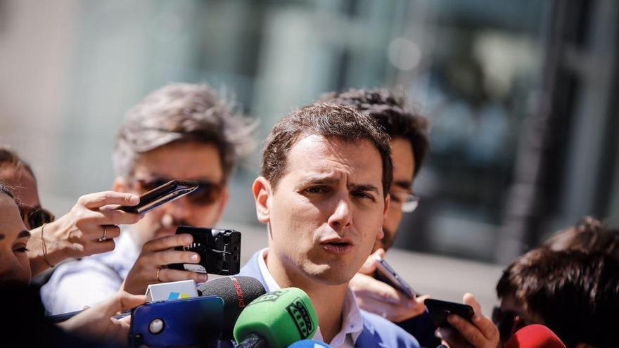 """Rivera no ve mal que Rajoy no hablara en la moción de censura ya que tampoco Suárez y González """"entraron al trapo"""""""
