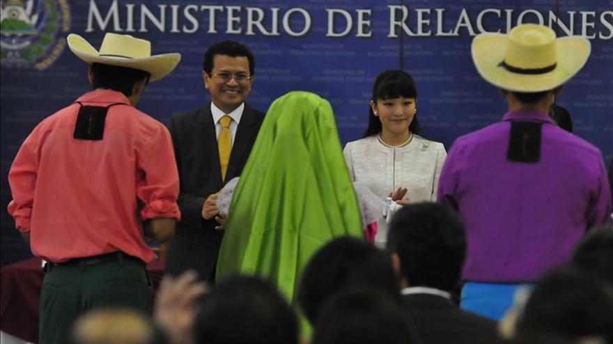 El ikebana se trasladó a El Salvador para recibir a la princesa Mako de Japón