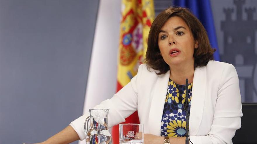 """Sáenz de Santamaría ve """"razonable"""" que la investidura empiece el 2 de agosto"""