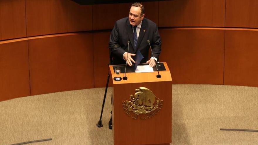 """El Presidente de Guatemala dice que Jimmy Morales es su """"ejemplo"""" a no seguir"""