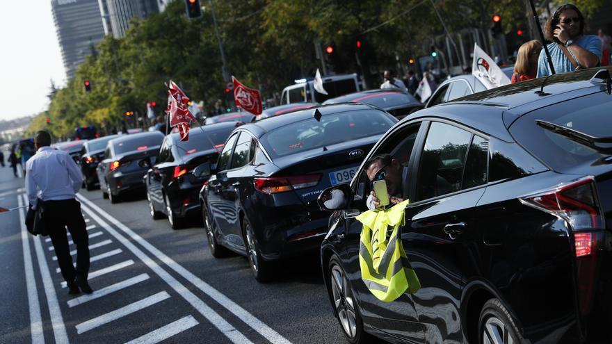Protestas de conductores de Uber en el Paseo de la Castellana (Madrid), el pasado mes de septiembre