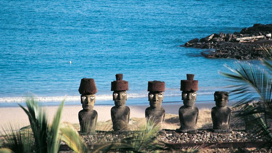 Ahu Anakena, el lugar donde, según la tradición, desembarcó el primer rey de Isla de Pascua.