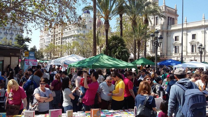 La plaza del Ayuntamiento, escenario de la Trobada d'Escoles en Valencià