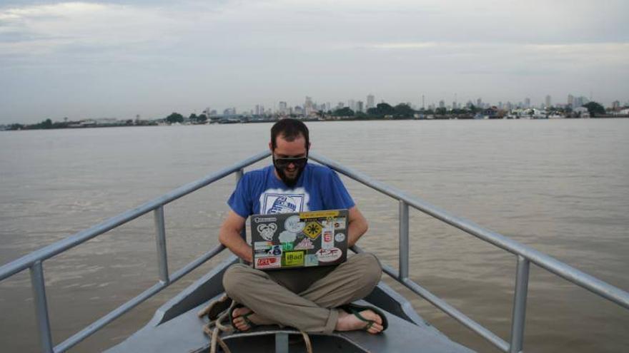 A bordo del Barco Hacker que recorre los municipios del estado de Pará (Foto: Barco Hacker | Facebook)