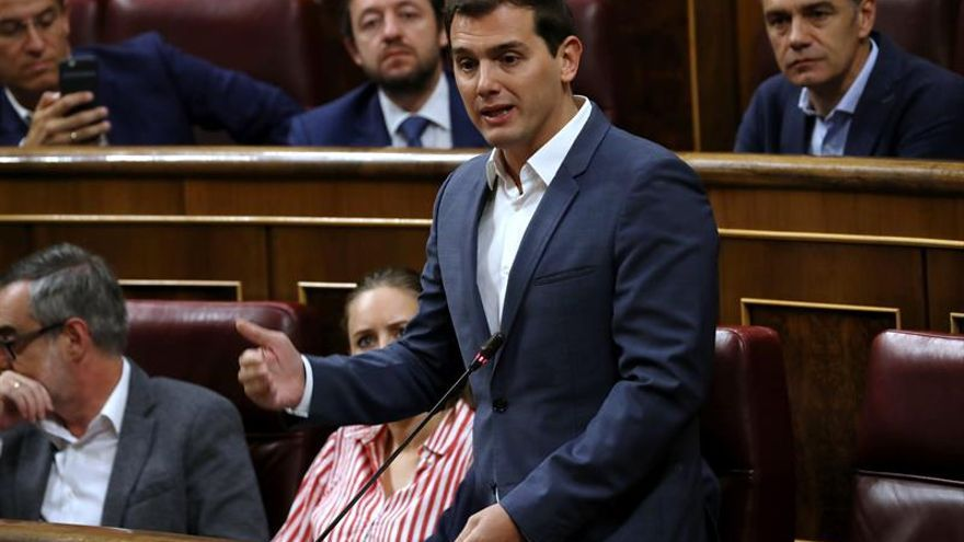 """Rivera pide """"visión de Estado"""" al PSOE para no paralizar los presupuestos"""