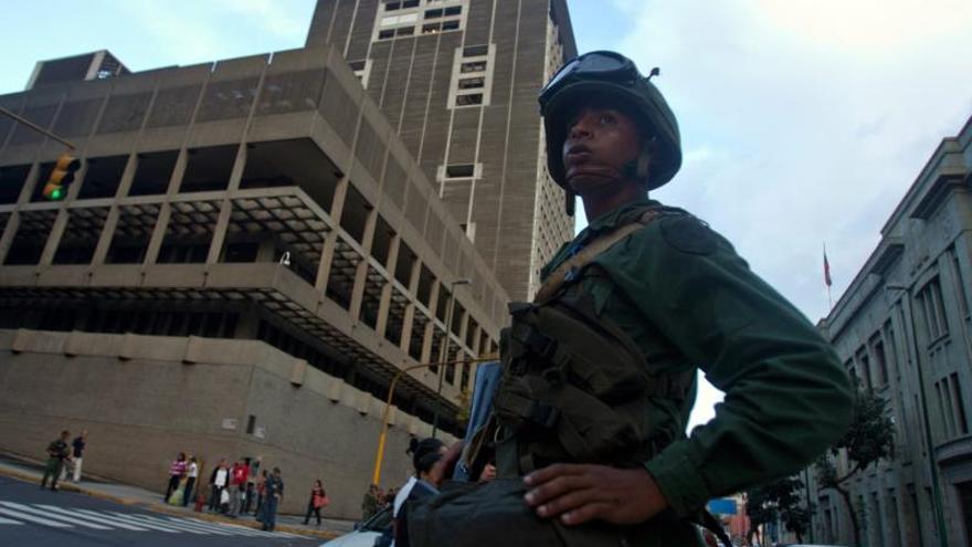 Imagen de archivo de venezuela que recibió el primer cargamento del oro que tenía depositado en bancos europeos, en medio de un gigantesco operativo de protección que incluye 500 hombres, vehículos blindados y aeronaves en Caracas.
