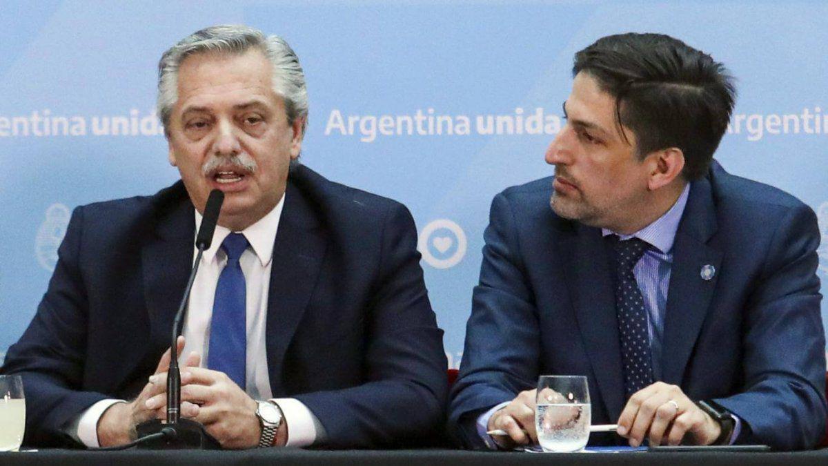 Alberto Fernández, junto al ministro de Educación Nicolás Trotta.