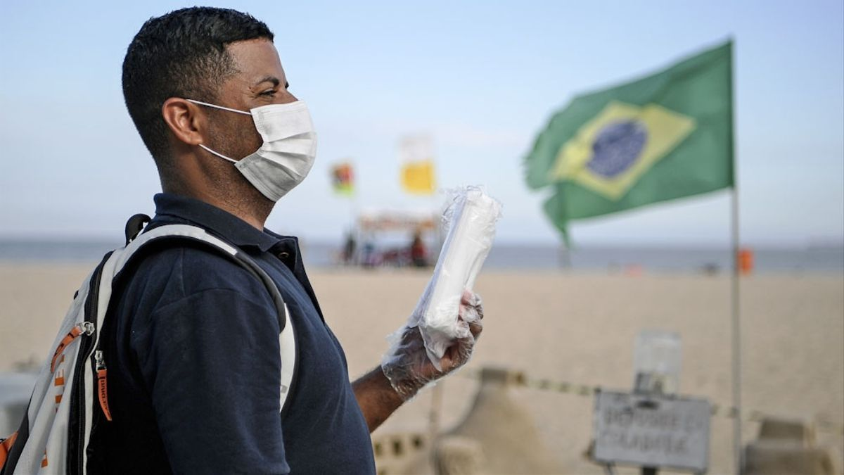 """Desde noviembre, Brasil enfrenta una """"segunda ola"""" de contagios que llevó al país a una media diaria de más de 1.000 fallecidos."""