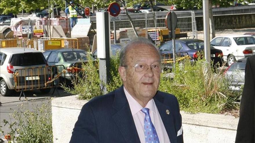 El Colegio de Médicos suspende a Simón Viñals como colegiado honorífico