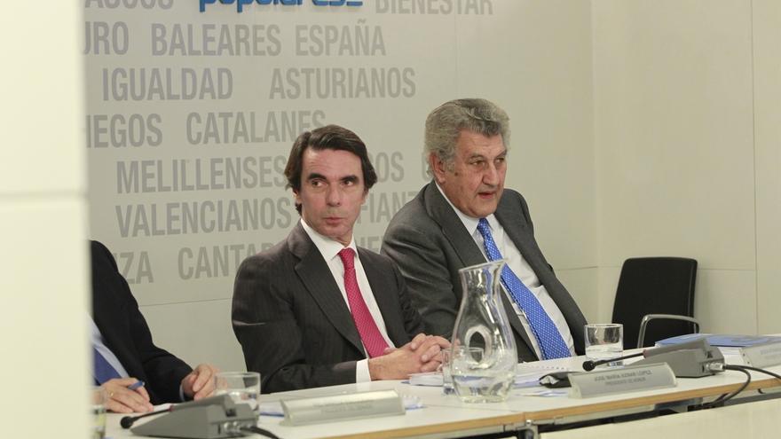 Aznar, junto al presidente del Congreso, en el Comité Ejecutivo.