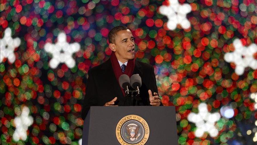 """Obama llama a la """"caridad"""" y la """"compasión"""" en su mensaje de Navidad"""