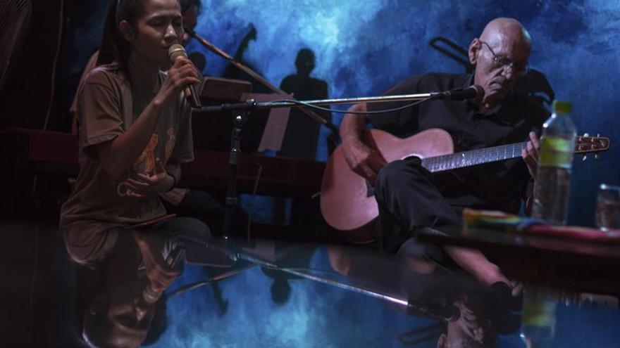 Una banda camboyana canta contra la trata de blancas en su carrera por los Grammy