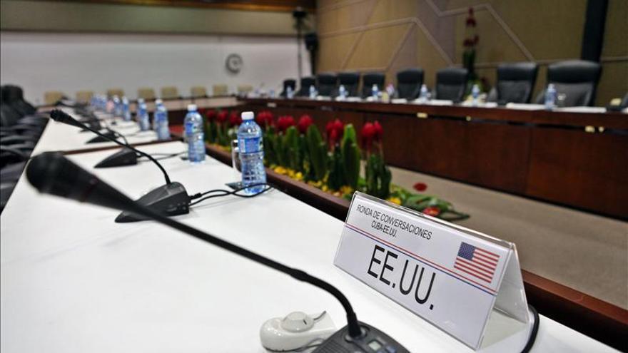 """Cuba y EE.UU. acuerdan """"mantener la comunicación"""" tras su reunión en La Habana"""