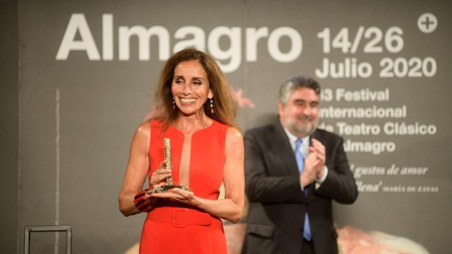 Ana Belén recoge el premio Corral de Comedias y lo brinda a los héroes de la COVID