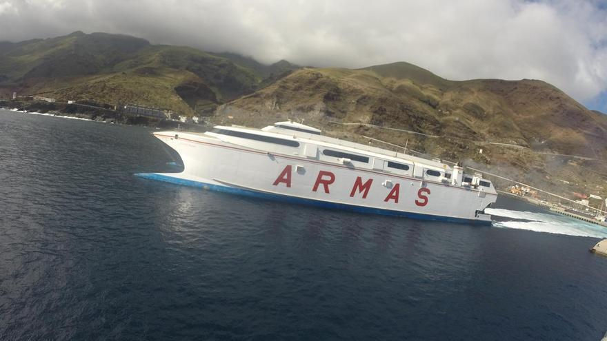 Buque de Naviera Armas en Canarias