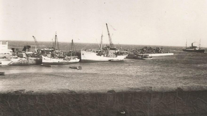 Fotografía antigua del puerto de La Estaca.