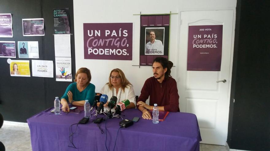 Meri Pita y Alberto Rodríguez en la rueda de prensa dada en Santa Cruz de Tenerife tras las elecciones generales