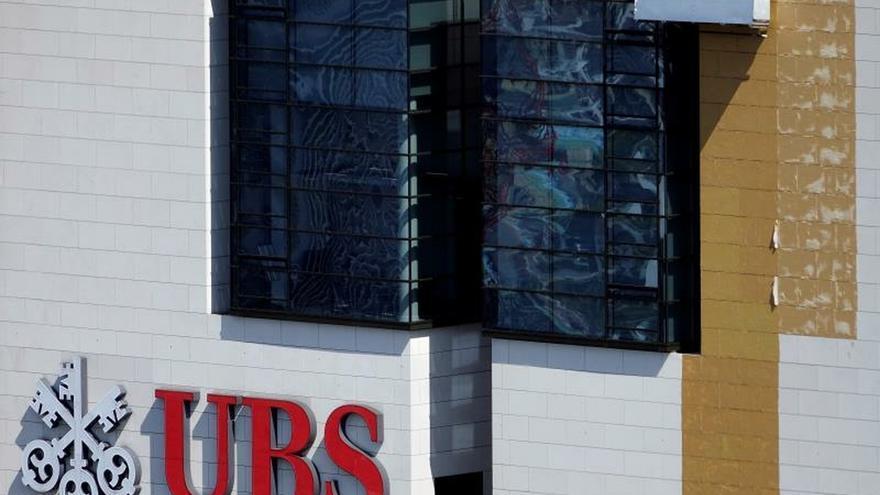El banco suizo UBS cierra 2019 con un descenso del 4,7 % en sus beneficios. EPA/MAURITZ ANTIN/Archivo