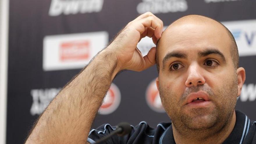 El entrenador del Herbalife Gran Canaria, Víctor García comenta en rueda de prensa el partido de la Euroliga de baloncesto que enfrenta a su equipo con el Buducnost Voli.
