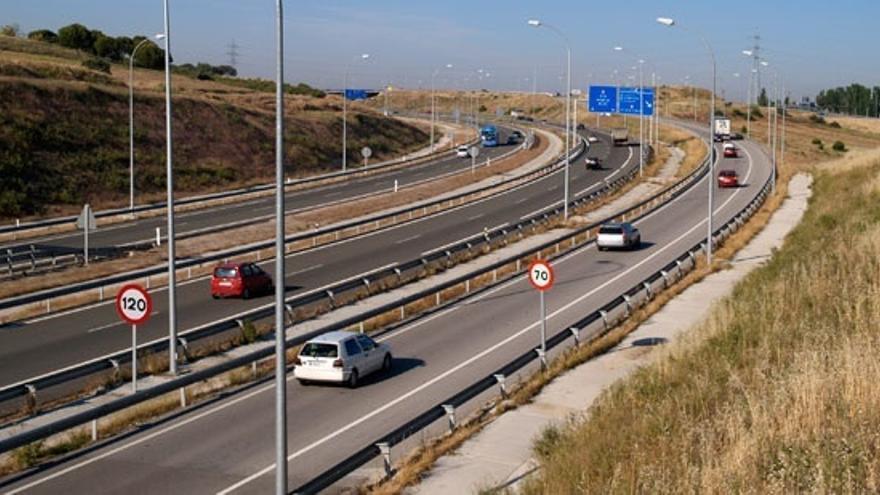 (Ampl.) El Gobierno plantea rescatar las autopistas con una quita a la banca de hasta el 50%