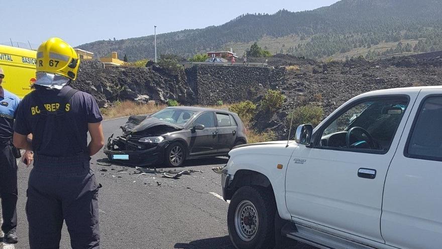 En la imagen, los vehículos implicados en el accidente. Foto: BOMBEROS LA PALMA