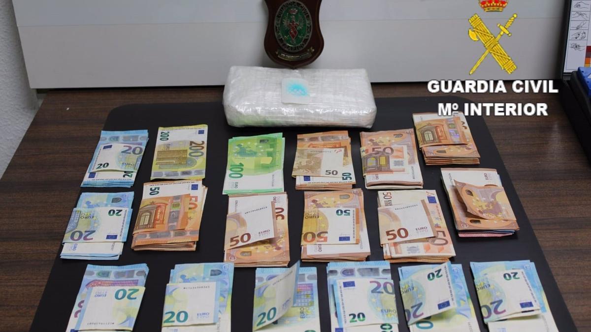 Detenido un hombre con un kilo de cocaína y 8.000 euros tras sufrir un accidente de moto