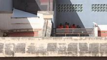 Personas internadas en el CIE de Barranco Seco, en Las Palmas de Gran Canaria.