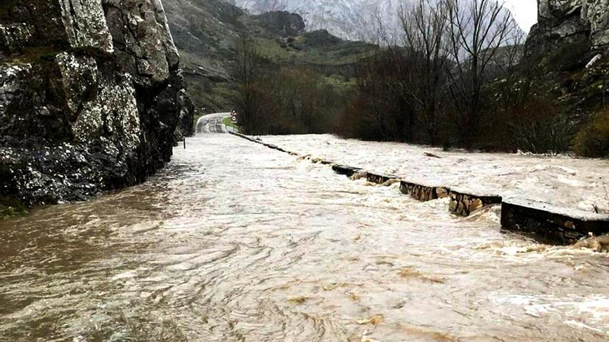 Desbordamiento del río Torío a su paso por las Hoces de Vegacervera