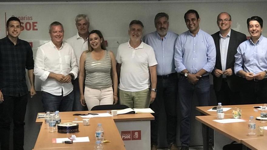 Miembros de la comisión Permanente del PSOE este sábado.