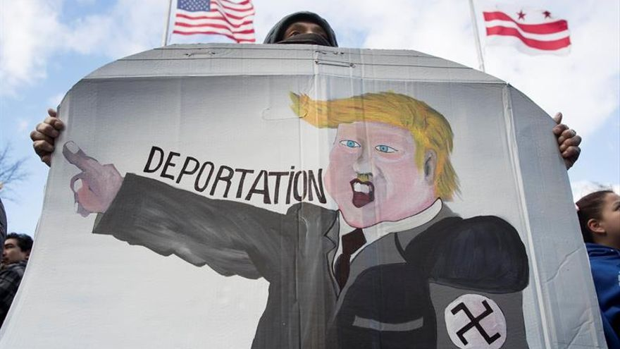 "Senadores demócratas piden revocar orden de Trump de ""deportaciones masivas"""