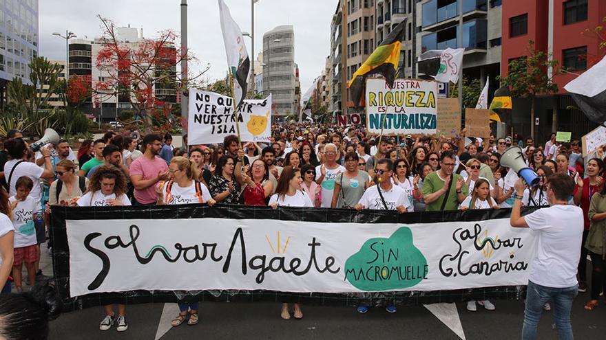 La plataforma Salvar Agaete sin Macromuelle' durante una manifestación en la capital grancanaria.