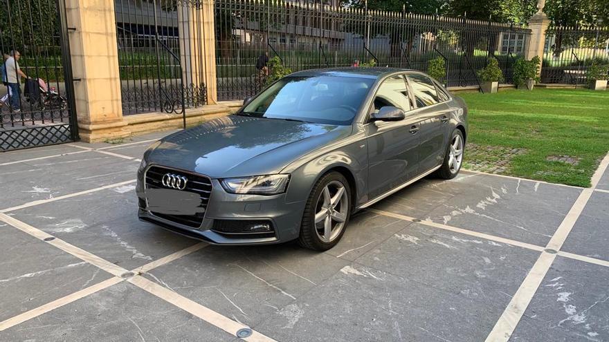 El coche oficial de la presidenta del Parlamento, este martes en Vitoria