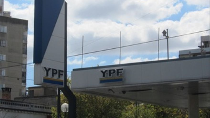 Gasolinera YPF De Buenos Aires