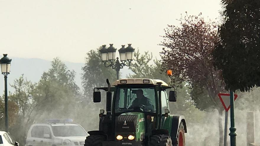 Agricultores de Calatayud y su comarca se han ofrecido voluntarios para desinfectar las calles con sus tractores.